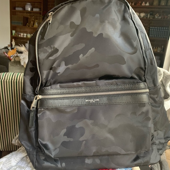 5cc18d843b2c NWT Michael Kors camouflage Men s Backpack